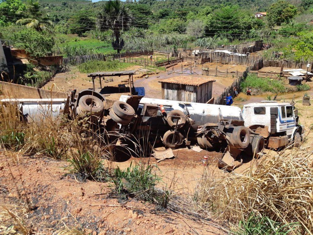 95AE9E04 93D6 4FF3 B0E2 7CBA332BE3B3 1024x768 - Caminhão com produto perigoso tomba em rodovia no Maranhão - minuto barra