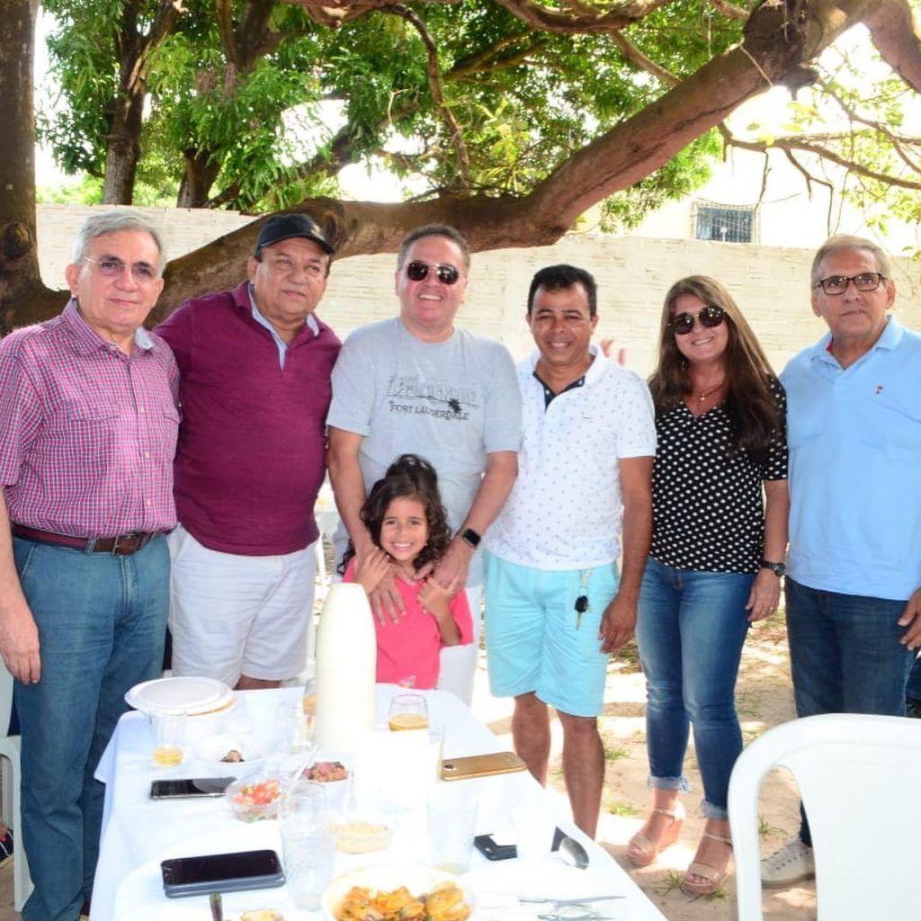 ADF11993 8EC4 4A22 8B83 DAF5C9FA1CCA 1024x1024 - Senador Roberto Rocha comemora aniversário ao lado de familiares e amigos em São Luís - minuto barra