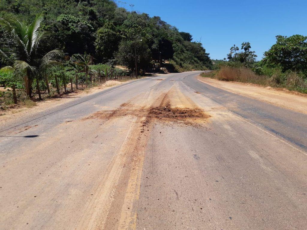 C5CEC1F7 2863 4CAF A481 1C0C5097319D 1024x768 - Caminhão com produto perigoso tomba em rodovia no Maranhão - minuto barra