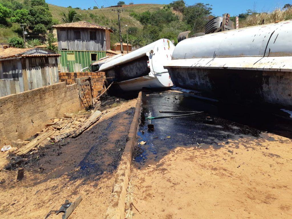 E29E2563 C3D1 4FB4 AD2E 265D4673E18B 1024x768 - Caminhão com produto perigoso tomba em rodovia no Maranhão - minuto barra