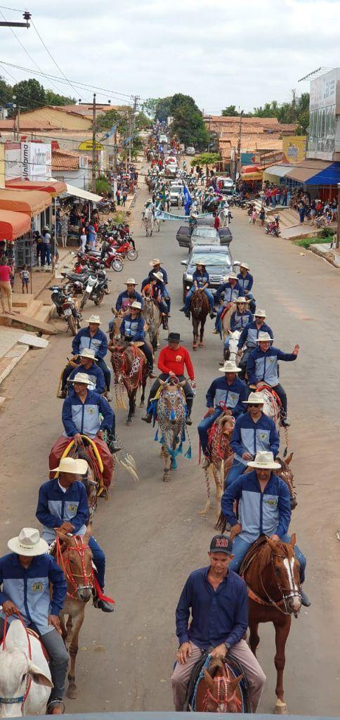 10 484x1024 - Rigo Teles prestigia grande Cavalgada em Formosa da Serra Negra - minuto barra