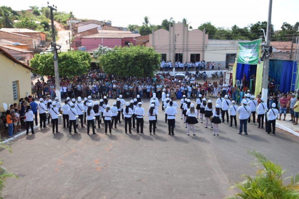2 1024x682 - Prefeito Moisés Ventura prestigia desfile do 7 de setembro em Jenipapo dos Vieiras - minuto barra
