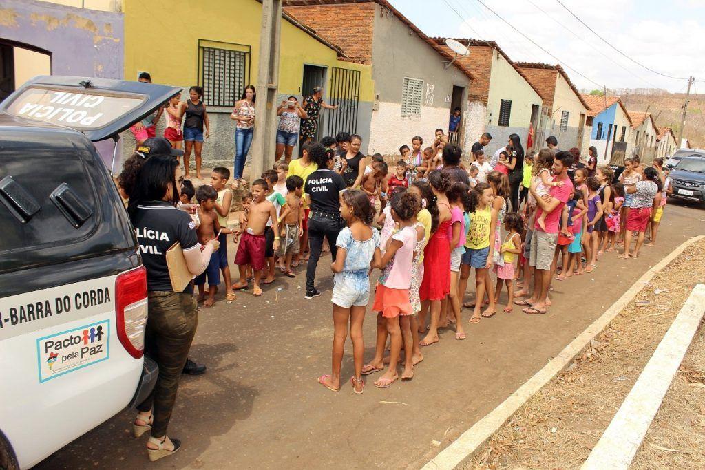 delegado renilto ferreira leva presentes para criancas em barra do corda 10 1024x683 - DIA DA CRIANÇA: Delegado Renilto Ferreira leva presentes para crianças em Barra do Corda - minuto barra