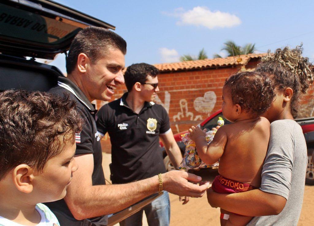 delegado renilto ferreira leva presentes para criancas em barra do corda 1024x737 - DIA DA CRIANÇA: Delegado Renilto Ferreira leva presentes para crianças em Barra do Corda - minuto barra