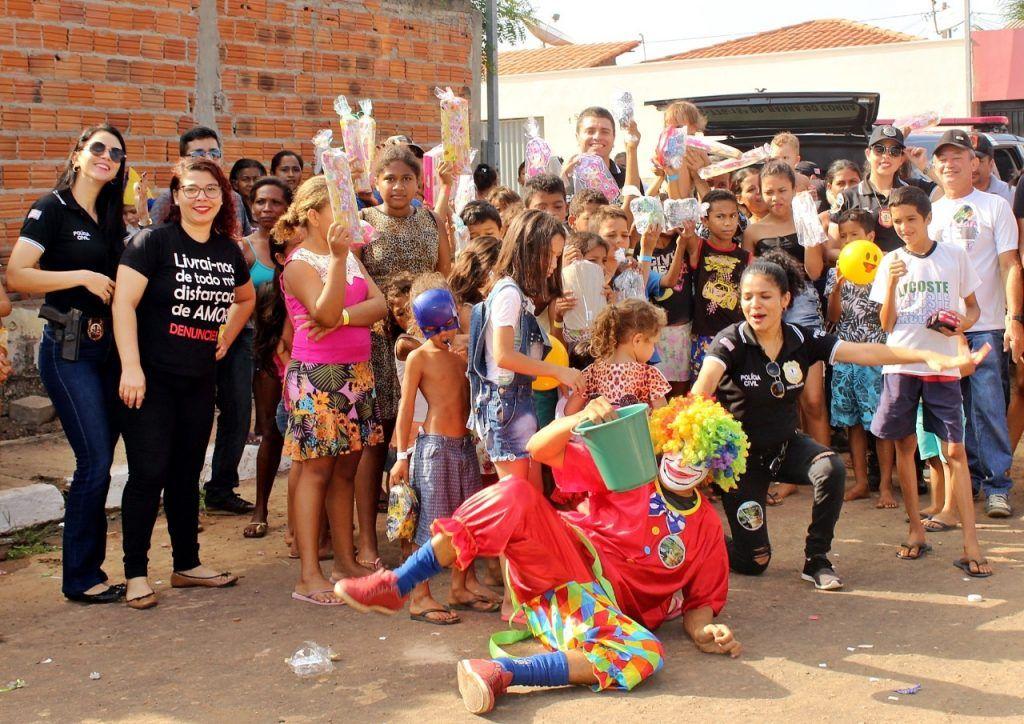 delegado renilto ferreira leva presentes para criancas em barra do corda 11 1024x724 - DIA DA CRIANÇA: Delegado Renilto Ferreira leva presentes para crianças em Barra do Corda - minuto barra