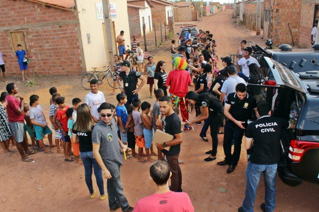 delegado renilto ferreira leva presentes para criancas em barra do corda 13 1024x682 - DIA DA CRIANÇA: Delegado Renilto Ferreira leva presentes para crianças em Barra do Corda - minuto barra