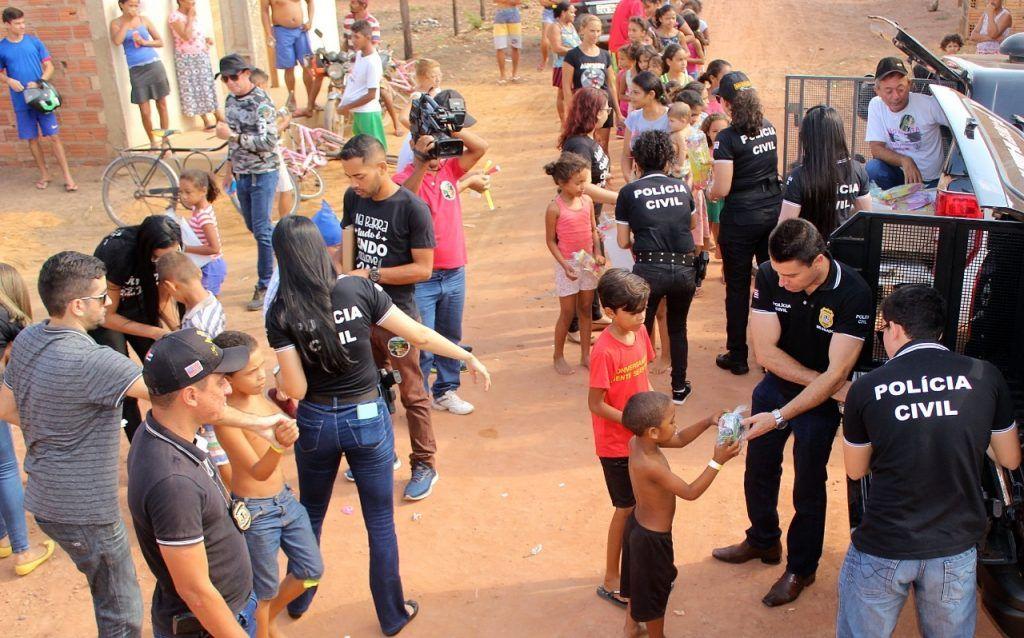 delegado renilto ferreira leva presentes para criancas em barra do corda 15 1024x638 - DIA DA CRIANÇA: Delegado Renilto Ferreira leva presentes para crianças em Barra do Corda - minuto barra