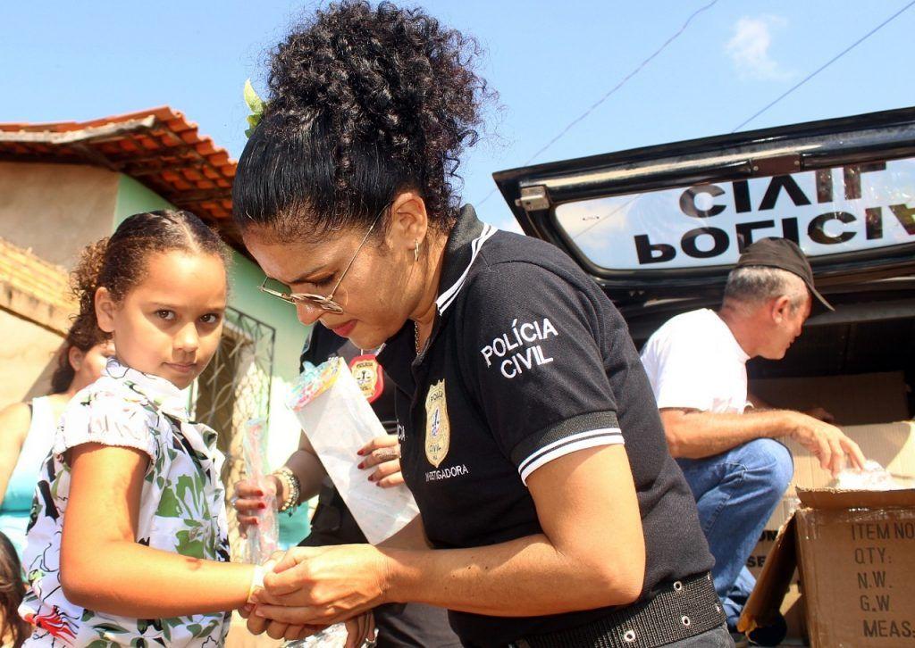 delegado renilto ferreira leva presentes para criancas em barra do corda 16 1024x726 - DIA DA CRIANÇA: Delegado Renilto Ferreira leva presentes para crianças em Barra do Corda - minuto barra
