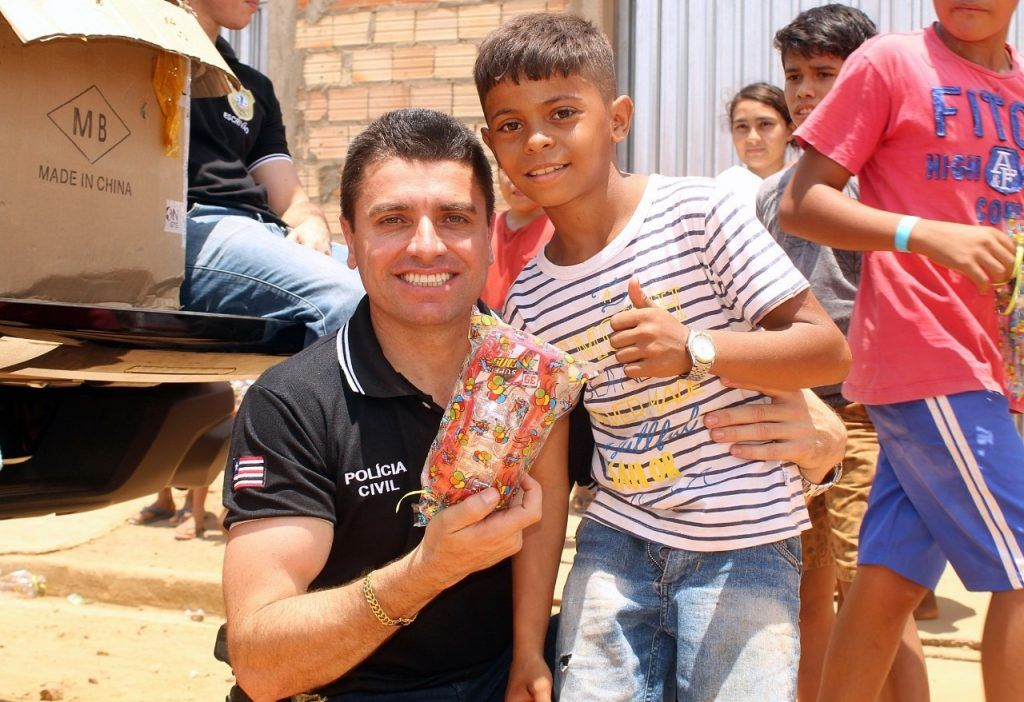 delegado renilto ferreira leva presentes para criancas em barra do corda 2 1024x702 - DIA DA CRIANÇA: Delegado Renilto Ferreira leva presentes para crianças em Barra do Corda - minuto barra