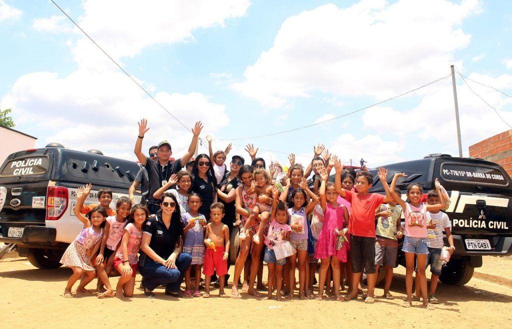 delegado renilto ferreira leva presentes para criancas em barra do corda 3 1024x658 - DIA DA CRIANÇA: Delegado Renilto Ferreira leva presentes para crianças em Barra do Corda - minuto barra