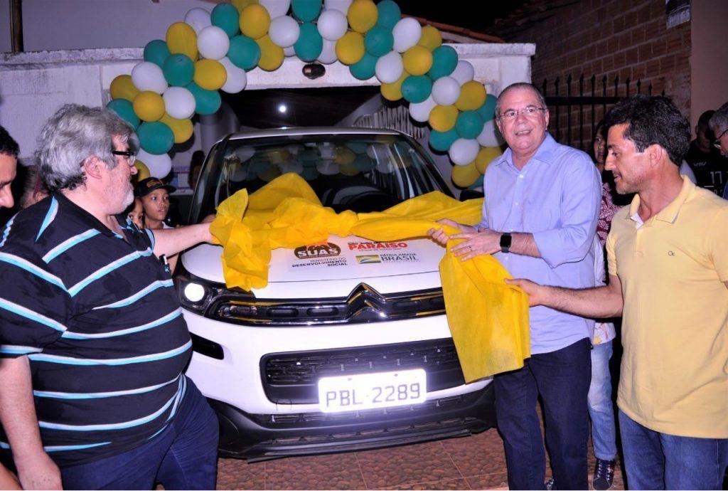 hildo rocha entrega carro para a assistencia social de sao joao do paraiso 1024x690 - Hildo Rocha entrega carro para a Assistência Social de São João do Paraíso - minuto barra