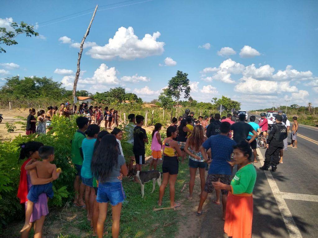clima e tenso na br 226 entre barra do corda e grajau rodovia continua bloqueada por indigenas 1 1024x768 - Clima é tenso na BR-226 entre Barra do Corda e Grajaú, rodovia continua bloqueada por indígenas - minuto barra