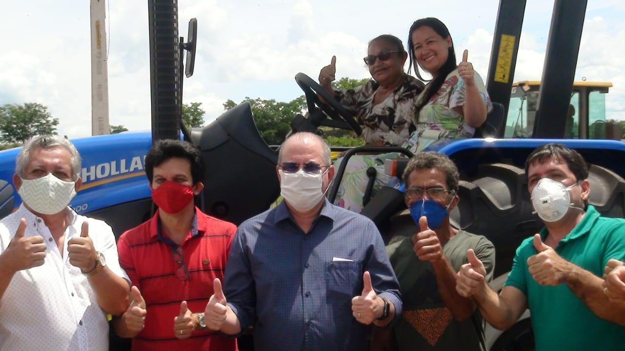 Hildo Rocha entrega patrulha mecanizada para agricultores de Amarante