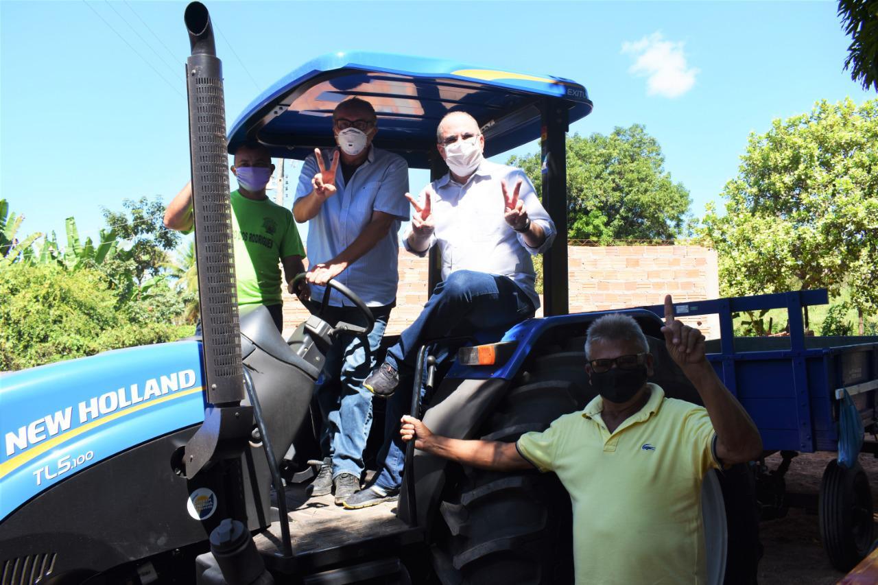 Hildo Rocha e César Pires entregam patrulha agrícola ao Sintraf de Lago dos Rodrigues