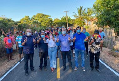 Hildo Rocha, César Pires e prefeita Thalita Dias inauguram asfaltamento, em Água Doce