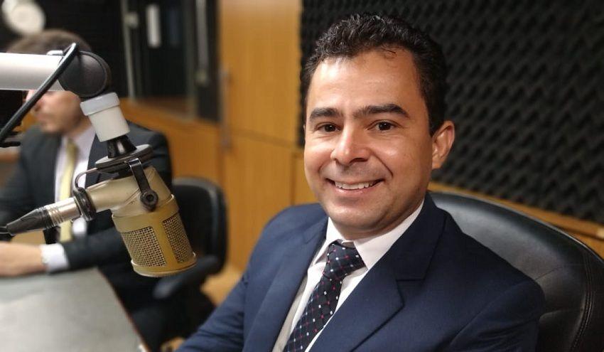 INACREDITÁVEL!! Defesa do prefeito Eric Costa diz que ele comentou enquete e não pesquisa eleitoral