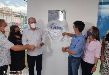 Hildo Rocha e Cicin inauguram moderno Centro de Convivência e entregam Van para Assistência Social de Estreito