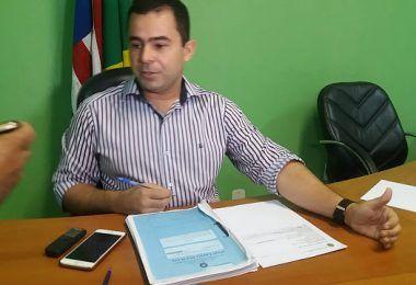 ESCÂNDALO!! Faltando apenas 31 dias para encerrar mandato, prefeito Eric Costa busca de forma ilegal vender a folha de pagamento dos servidores