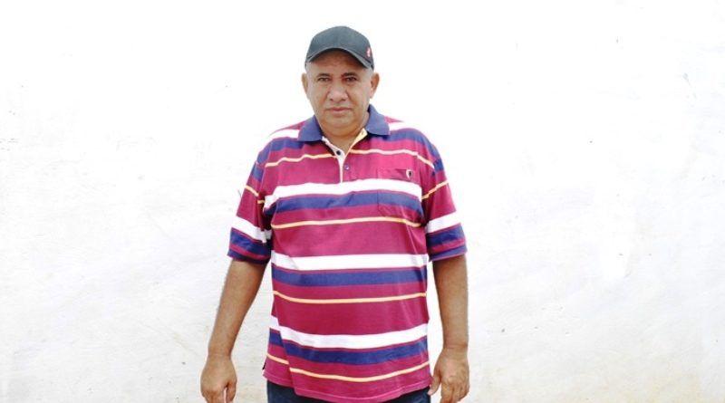 Corpo do prefeito Zé Hélio é recebido na entrada da cidade de Paraibano em meio a grande comoção