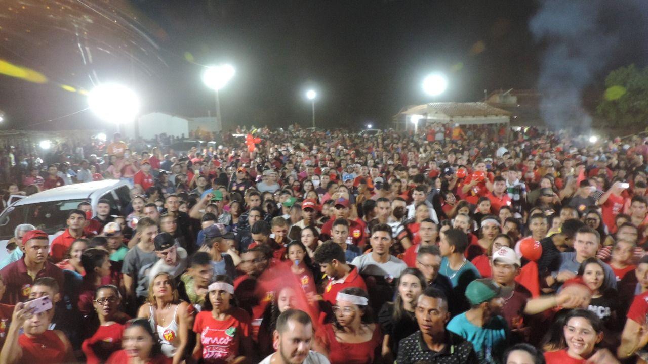 Janes Clei promove o maior comício da história de Formosa da Serra Negra