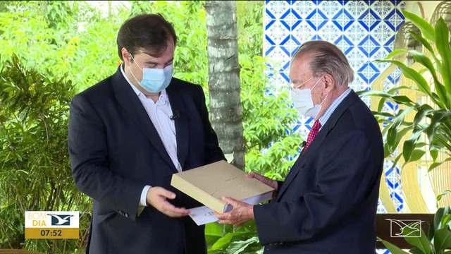 Câmara dos Deputados homenageia 90 anos do ex-presidente José Sarney com livro e documentário