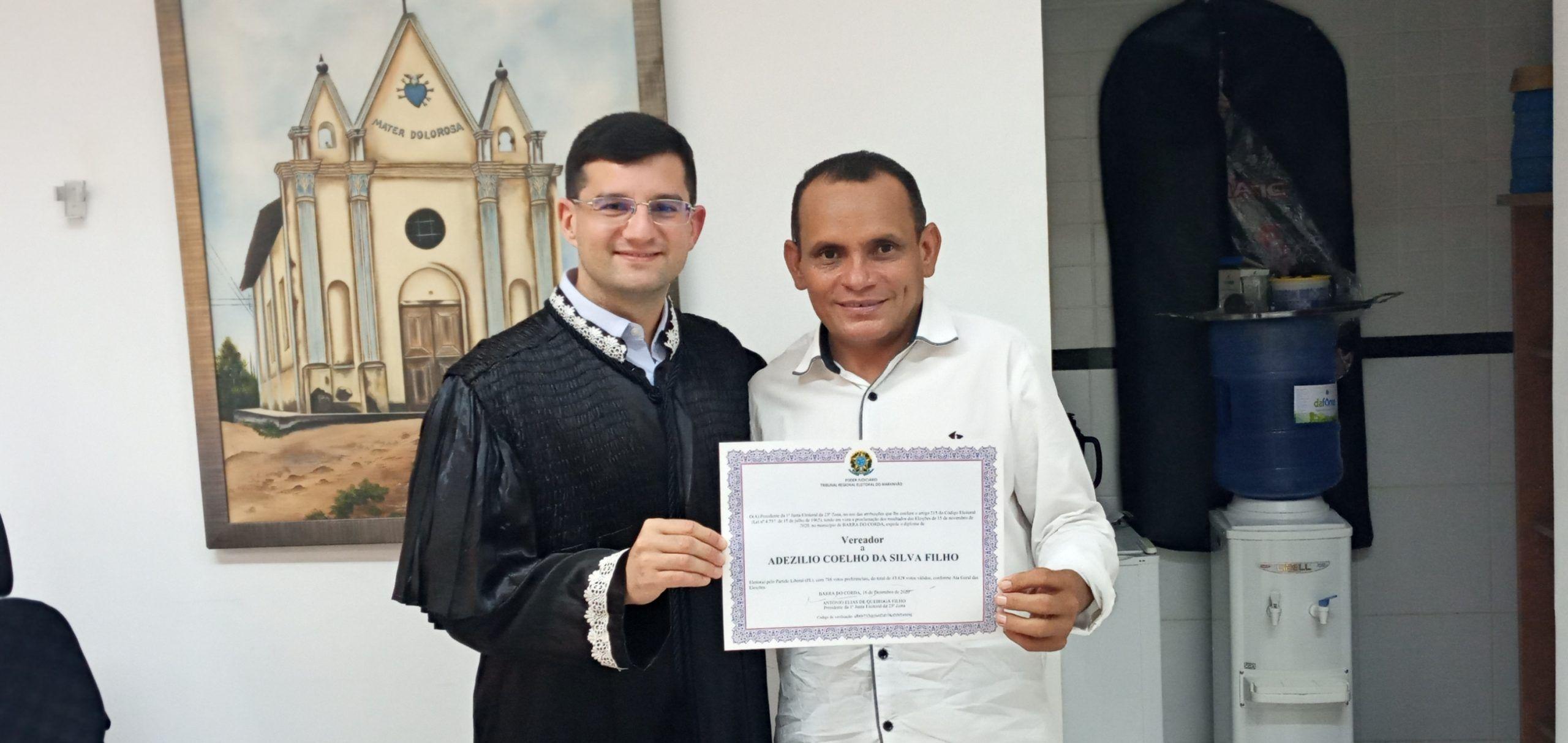 Juiz eleitoral Queiroga Filho diploma o vereador eleito Dedé em Barra do Corda
