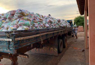 Prefeito Adailton prestes a deixar o mandato em Fernando Falcão entrega mais de 3 mil cestas básicas