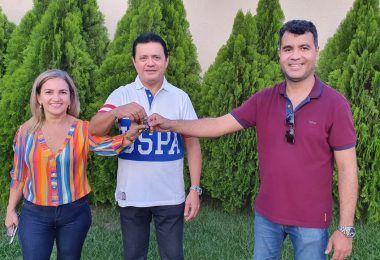Prefeito eleito Rigo Teles acaba de receber em sua residência a chave da prefeitura de Barra do Corda