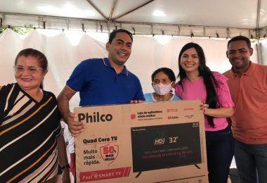 Primeira-dama de Imperatriz, Janaína Ramos, realiza ação solidária e sorteio de prêmios na zona rural daquele município
