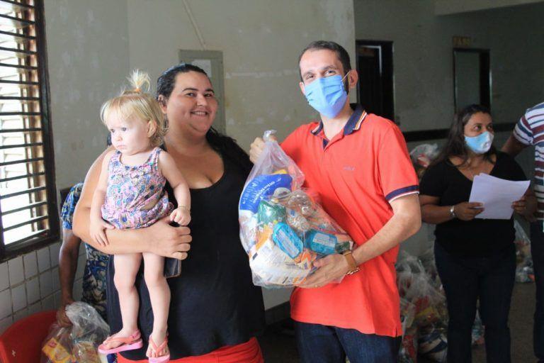 Prefeito Fernando Pessoa determina distribuição de cestas básicas para famílias de alunos em Tuntum