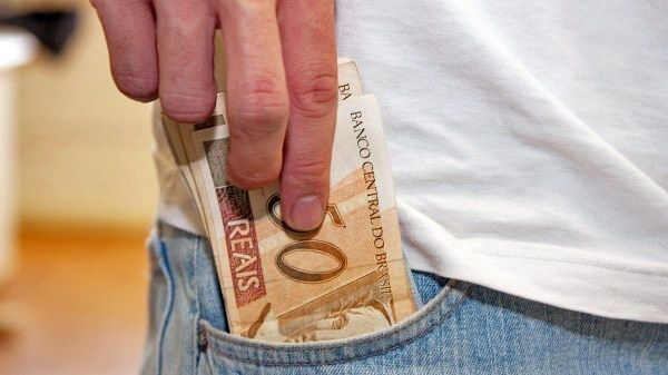 UMA PERGUNTA: Qual o paradeiro de quase R$ 17 milhões que Eric Costa recebeu na prefeitura apenas em dezembro?