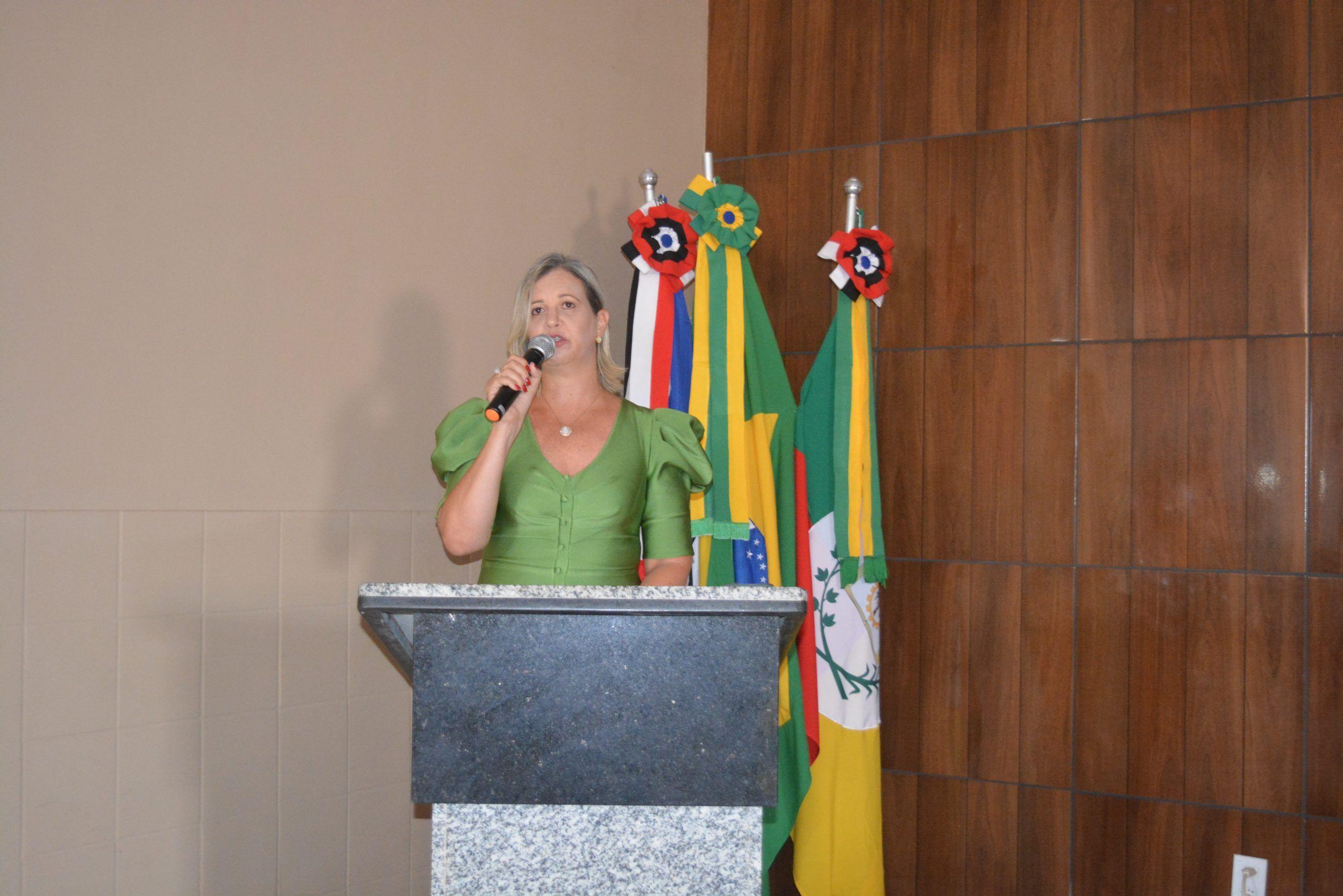 Vanessa Furtado tomou posse no cargo de prefeita de Paraibano aos 46 anos de idade