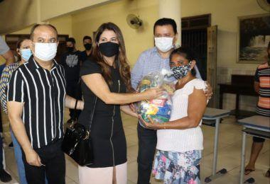 Prefeito Rigo Teles reúne músicos em Barra do Corda e faz doação de 100 cestas básicas