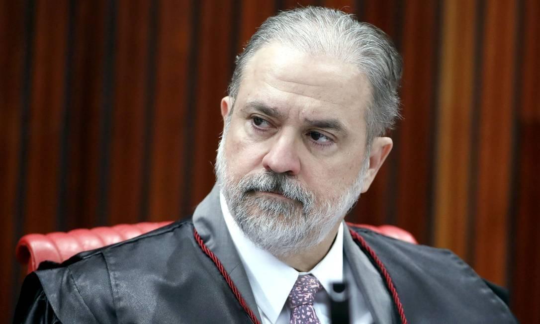 Augusto Aras aciona Flávio Dino no STF por criar de forma remunerada e sem concurso 60 vagas para capelães