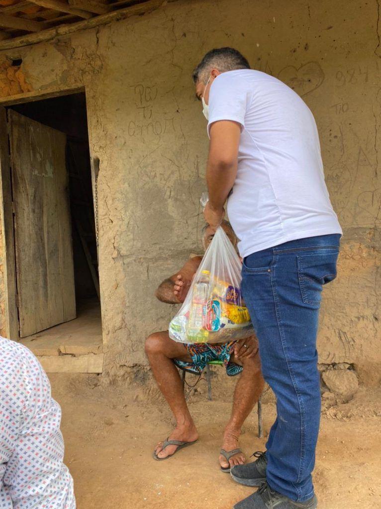 acao solidaria prefeito junior do posto realiza entrega de centenas de cestas basicas em itaipava do grajau 15 766x1024 - AÇÃO SOLIDÁRIA: Prefeito Júnior do Posto realiza entrega de centenas de cestas básicas em Itaipava do Grajaú