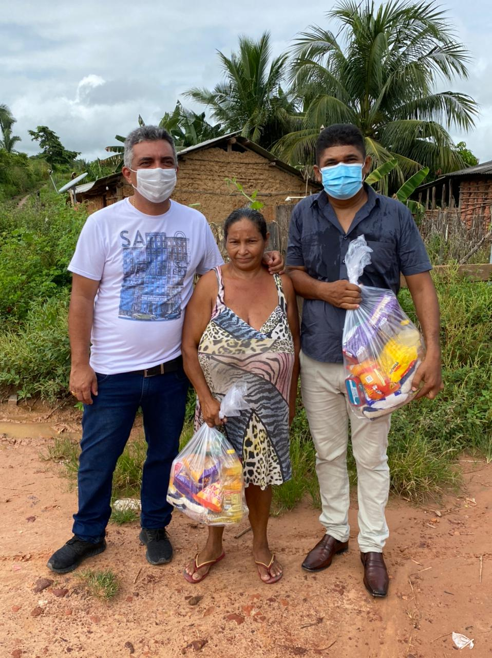 Prefeito Júnior do Posto entrega 5 mil cestas básicas e 100 botijões de gás para famílias carentes em Itaipava do Grajaú