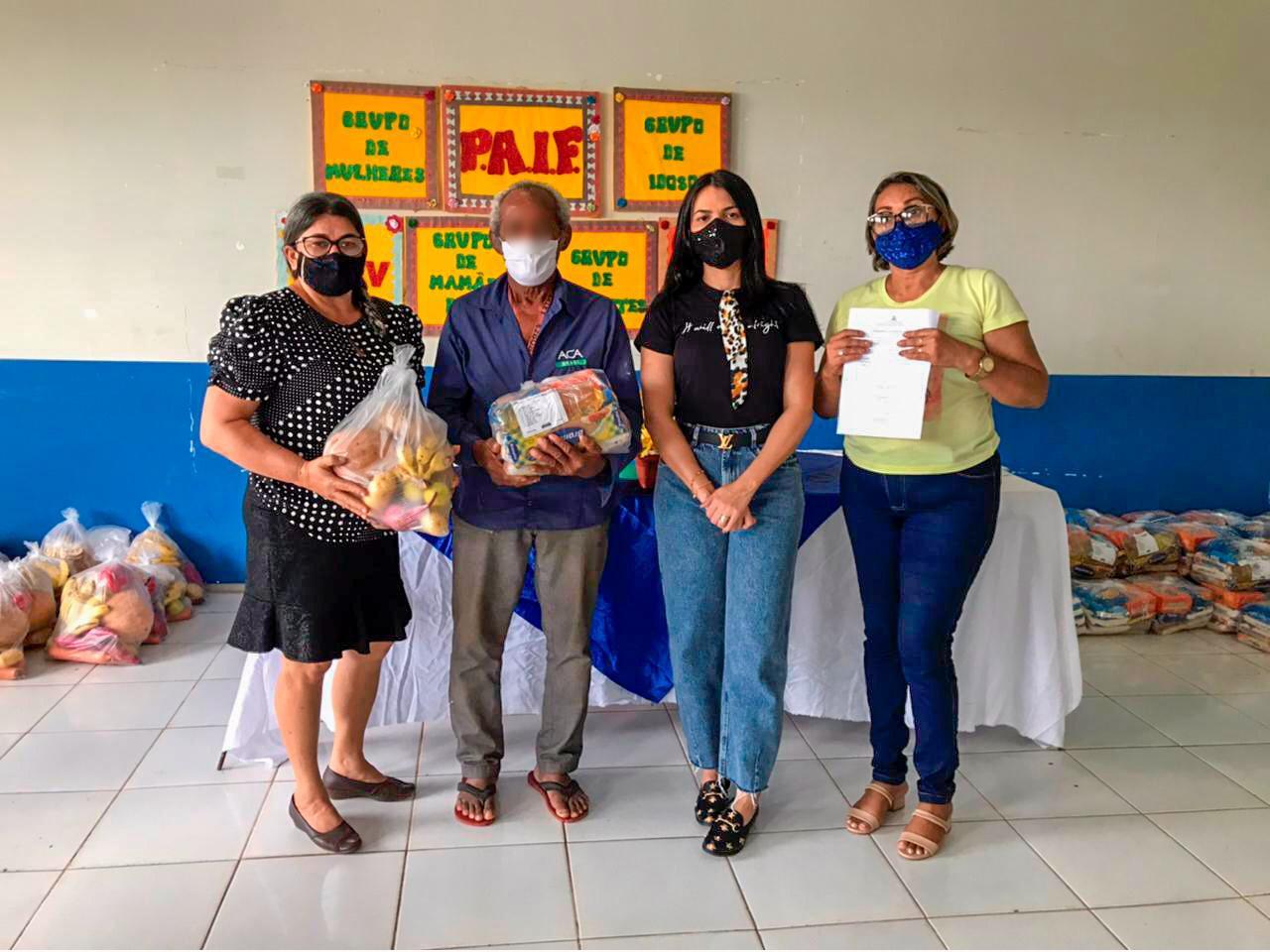 Janaína Ramos realiza entrega de cestas básicas a integrantes da Associação de Catadores de Materiais recicláveis de Imperatriz