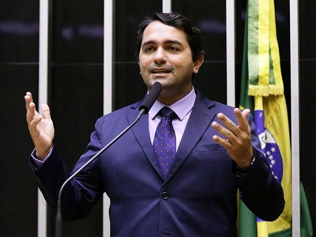 """Por ordem da Justiça, MP e Polícia Civil realizam operação """"Laços de Família"""" que envolve o deputado federal Júnior Lourenço"""