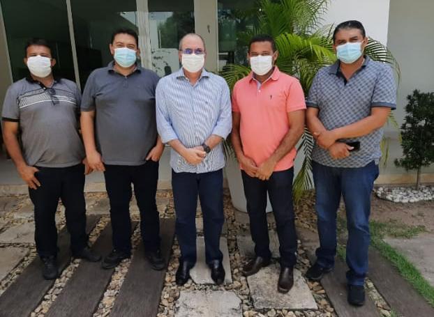 Prefeito Arnóbio se reúne com parlamentares em São Luís na busca por recursos para a saúde de Jenipapo dos Vieiras