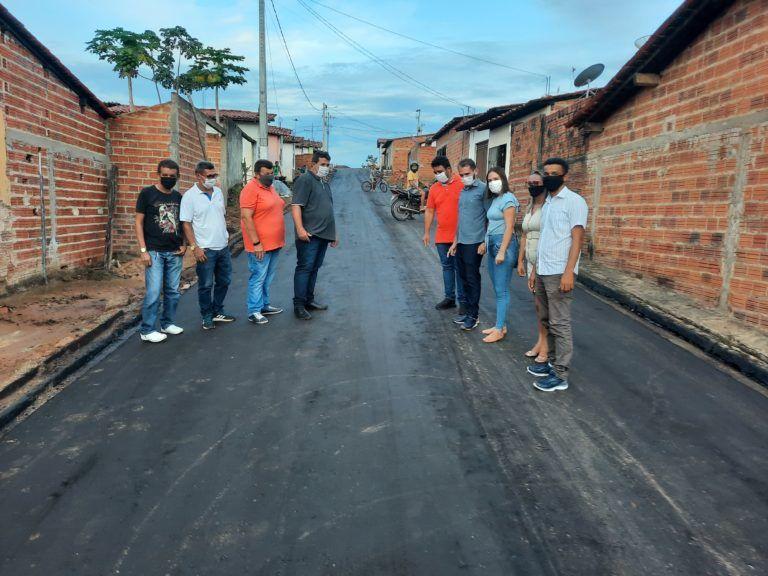 Prefeito Fernando Pessoa dá início à pavimentação asfáltica do Residencial Cleones em Tuntum