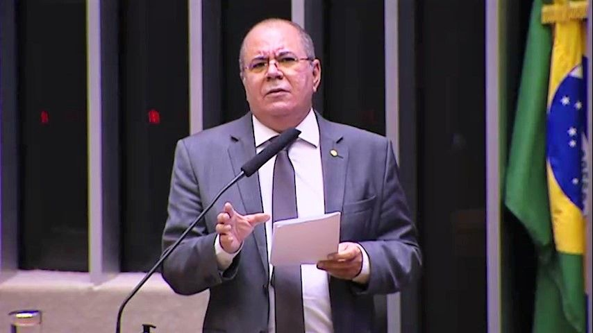 Projeto de Hildo Rocha, aprovado na Câmara, permite compra de vacinas pelo setor privado e contribui para apressar a vacinação contra Covid-19
