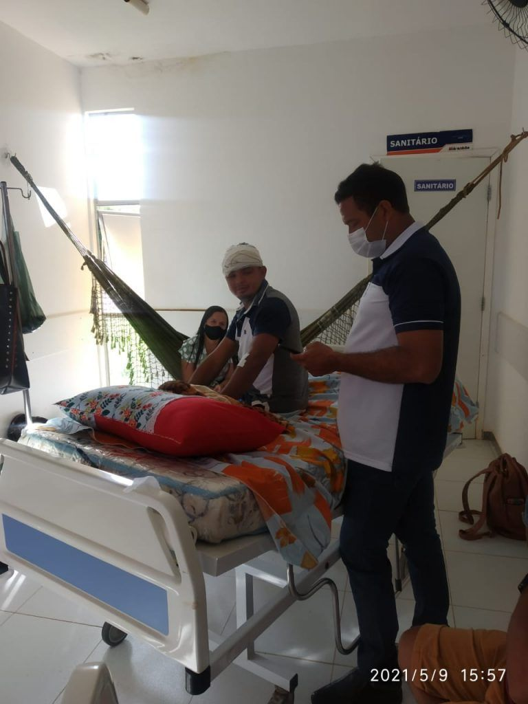 dia das maes prefeito arnobio entrega presentes no hospital municipal de jenipapo dos vieiras 10 768x1024 - DIA DAS MÃES: Prefeito Arnóbio entrega presentes no hospital municipal de Jenipapo dos Vieiras