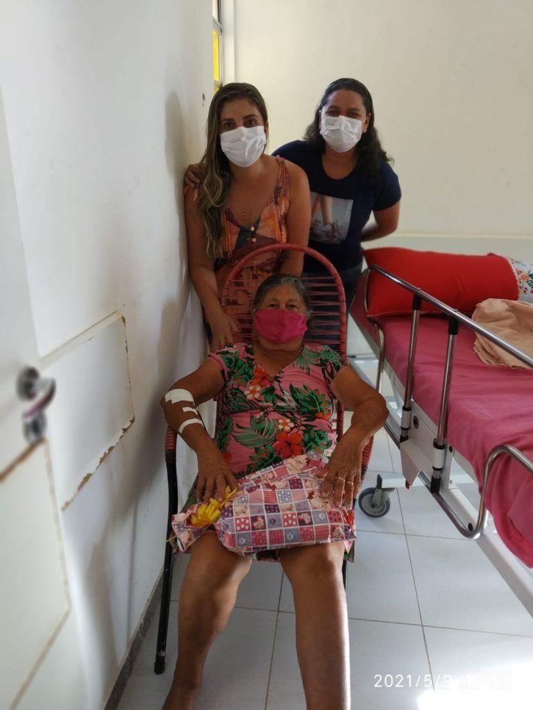 dia das maes prefeito arnobio entrega presentes no hospital municipal de jenipapo dos vieiras 8 768x1024 - DIA DAS MÃES: Prefeito Arnóbio entrega presentes no hospital municipal de Jenipapo dos Vieiras