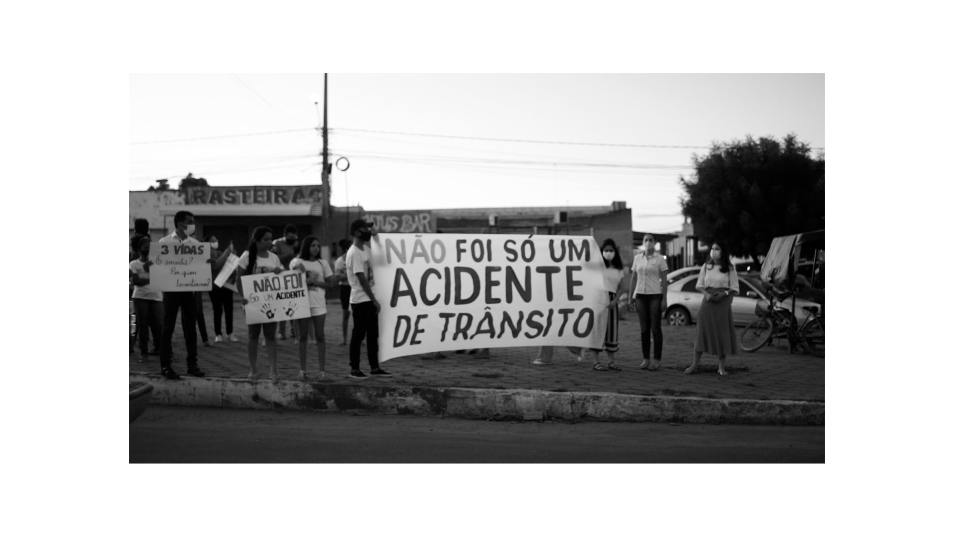 Manifestantes pedem justiça após criança morrer em acidente de transito na cidade de Grajaú
