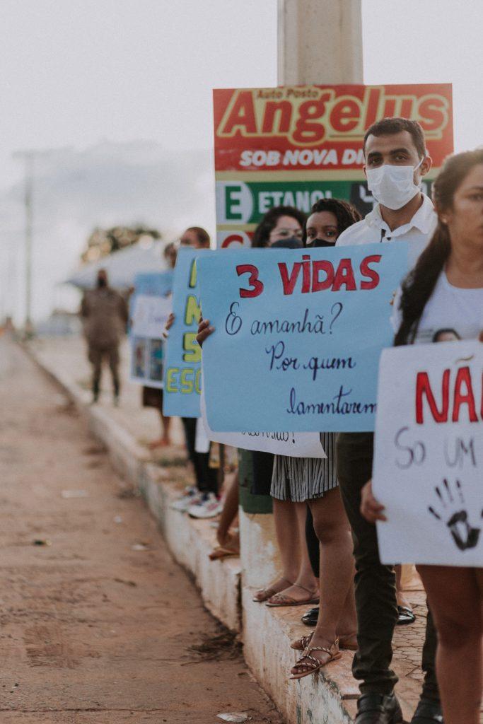 manifestantes pedem justica apos crianca morrer em acidente de transito na cidade de grajau 683x1024 - Manifestantes pedem justiça após criança morrer em acidente de transito na cidade de Grajaú