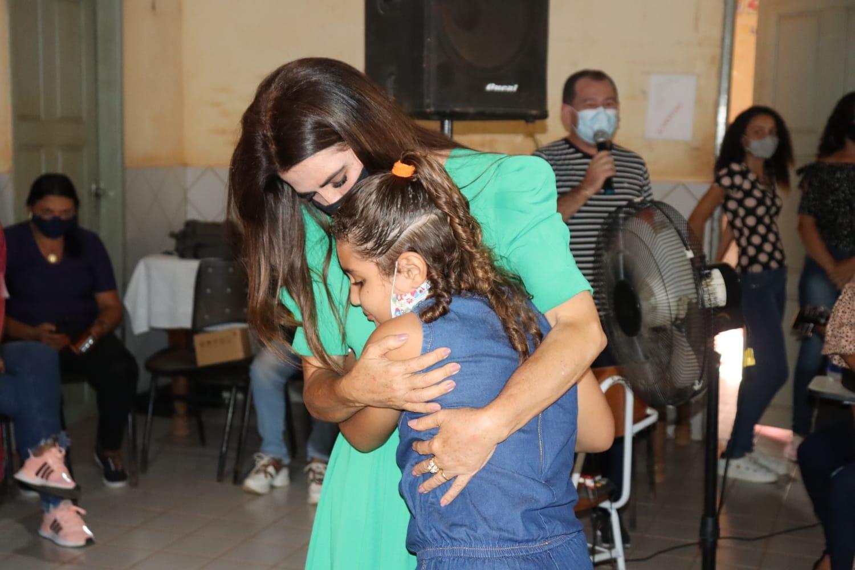 Primeira-dama Abigail Cunha promove festa em comemoração ao dia das mães na zona rural de Barra do Corda