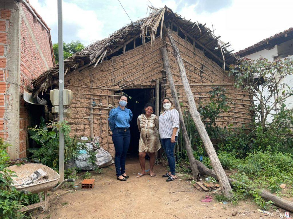 janina ramos entrega casa novinha a moradora da cidade de imperatriz 1 1024x766 - Janína Ramos entrega casa novinha à moradora da cidade de Imperatriz