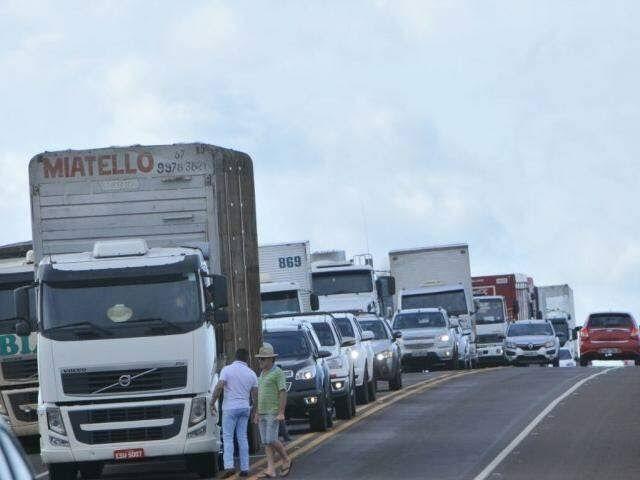 PAÍS SEM ORDEM!! Índios guajajaras bloqueiam novamente a Br-226 entre Barra do Corda e Grajaú, no MA