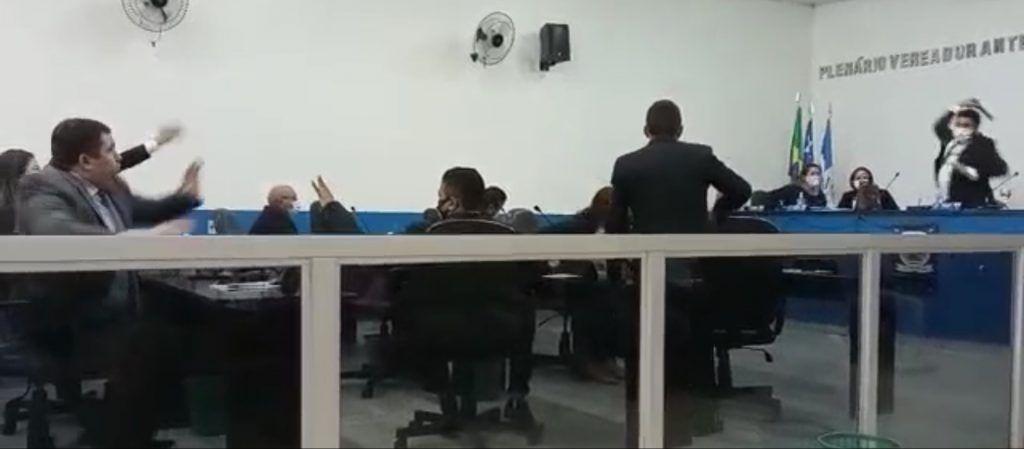 quebra pau na camara municipal de arame entre o vice presidente e ex presidente da casa 1 1024x449 - Quebra-pau na Câmara Municipal de Arame entre o vice-presidente e ex-presidente da casa