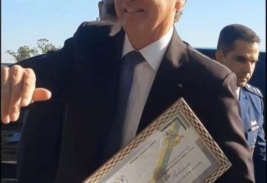 VEJA O VÍDEO: Bolsonaro recebe das mãos de Antônio Tavares e Libiana Pompeu título de cidadão de Barra do Corda